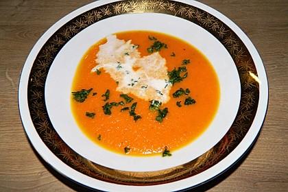 Möhrensuppe mit Kokos, Ingwer und Curry