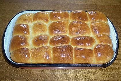 Buchteln mit Marmeladenfüllung 8