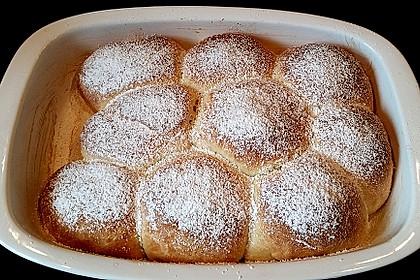 Buchteln mit Marmeladenfüllung 12