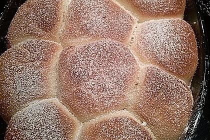 Buchteln mit Marmeladenfüllung 1