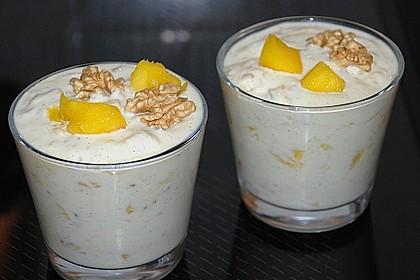 Mango - Quark - Dessert mit Walnüssen 2