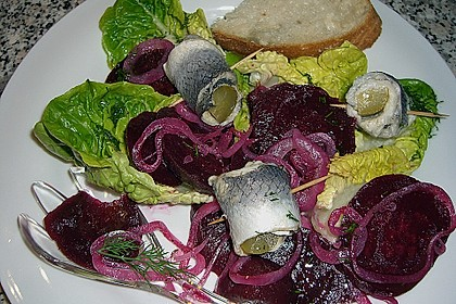 Rote Bete - Salat mit Rollmops