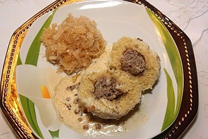 Gefüllte Knödel mit Sauerkraut und Specksoße, als Vorspeise Milchsuppe 1