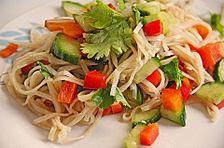 Thailändischer Reisnudelsalat