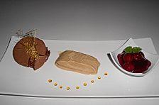 Zimteis mit Birnen und Lebkuchensauce