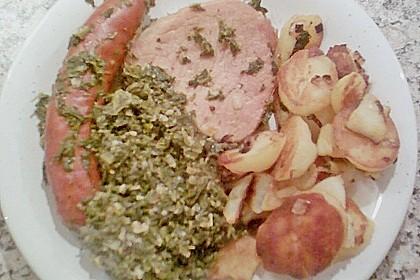 Grünkohl mit Kasseler, Mettwürstchen und Kartoffeln 31