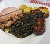 Grünkohl mit Kasseler, Mettwürstchen und Kartoffeln