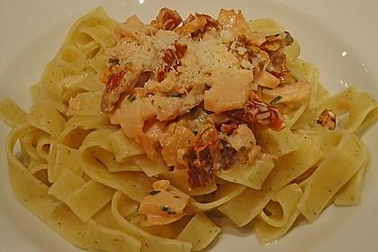 Tagliatelle mit Räucherlachs und getrockneten Tomaten 4