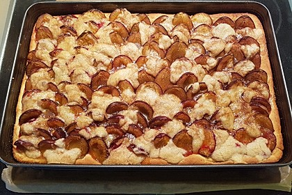 Zwetschgenkuchen mit Nuss - Streuseln und Hefeteig 32