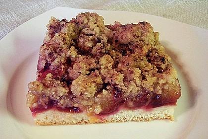 Zwetschgenkuchen mit Nuss - Streuseln und Hefeteig 12