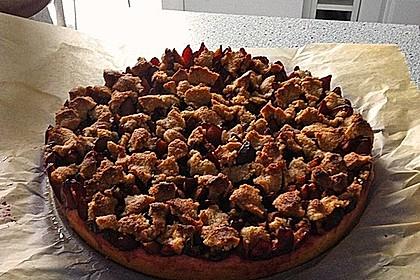 Zwetschgenkuchen mit Nuss - Streuseln und Hefeteig 14