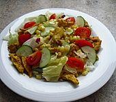Knackiger Salat mit Curry - Hähnchen