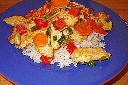 Huhn und Gemüse aus dem Wok