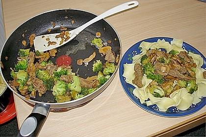Bandnudeln mit Brokkoli/Champignons und Rindfleischstreifen 2