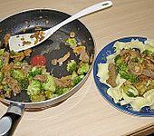 Bandnudeln mit Brokkoli/Champignons und Rindfleischstreifen (Bild)