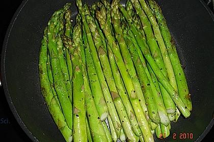 Gebratener grüner Spargel 24