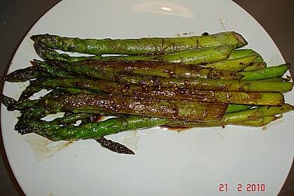 Gebratener grüner Spargel 36