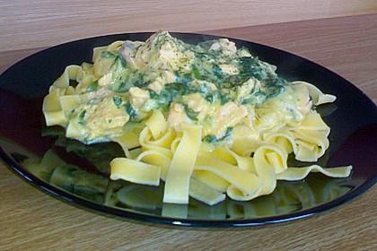 Pasta mit Lachs - Safran - Sauce zu Blattspinat