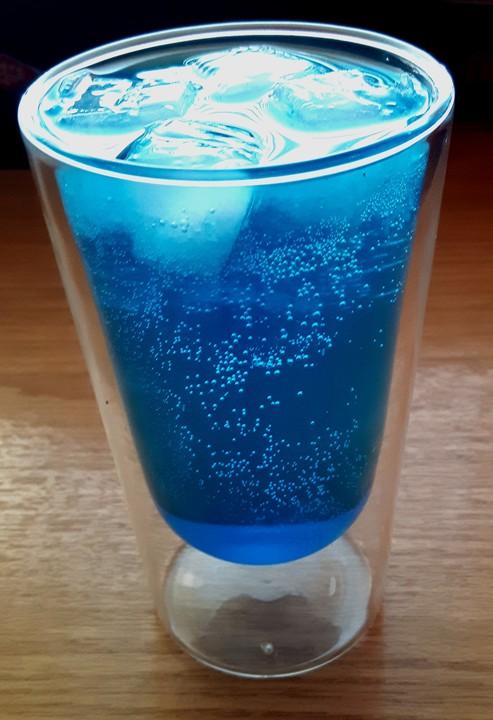 blue ocean cocktail mit wodka und limette rezept mit bild. Black Bedroom Furniture Sets. Home Design Ideas