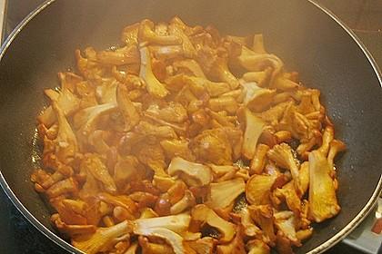 Saltimbocca vom Kalbsschnitzel mit frischen Pfifferlingen 2