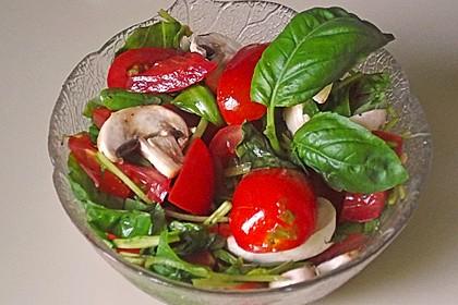 Bandnudeln mit kalter Tomatensauce 1