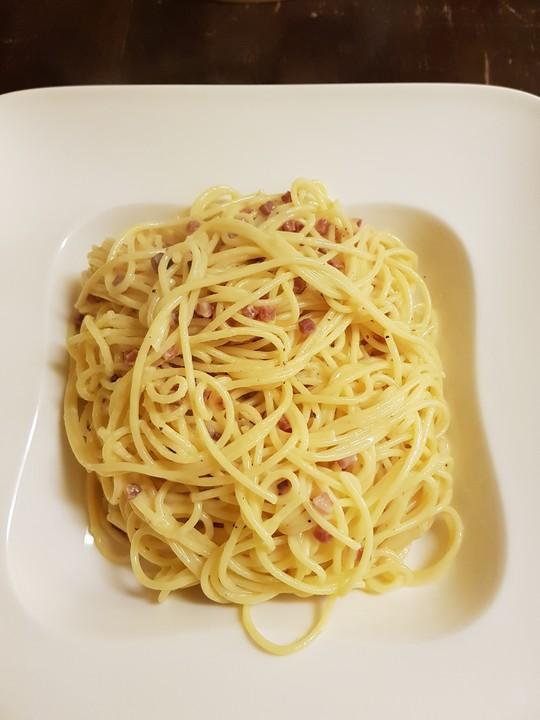 spaghetti carbonara klassisch rezepte. Black Bedroom Furniture Sets. Home Design Ideas
