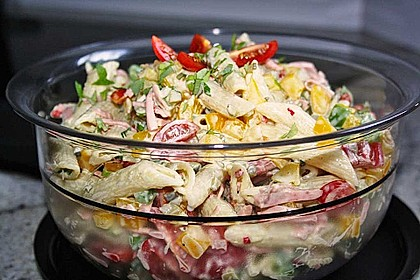 Nudelsalat mit Mayonnaise - Gurkenbrühe - Dressing