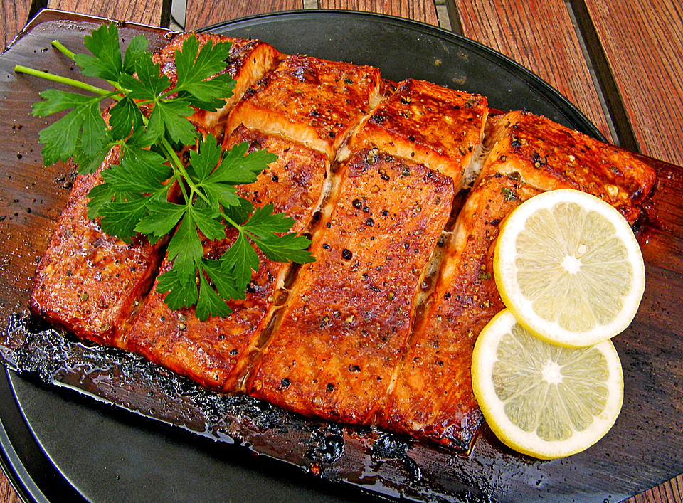 plank grilled lachs rezept mit bild von liwanze. Black Bedroom Furniture Sets. Home Design Ideas