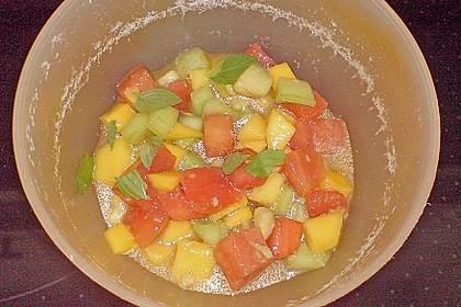 Melonensalat mit Avocado, Papaya, Salatgurke und Minze 6