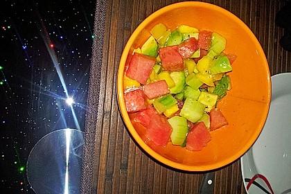 Melonensalat mit Avocado, Papaya, Salatgurke und Minze 4