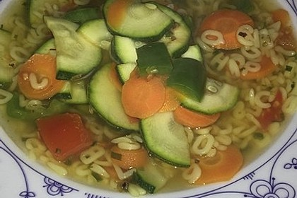 15 Minuten Gemüse-Nudel-Suppe 16