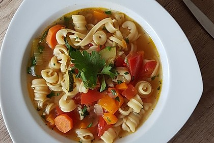 15 Minuten Gemüse-Nudel-Suppe 3
