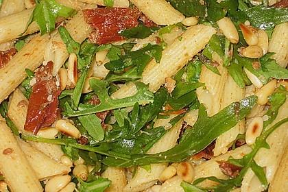 Nudelsalat mit Rucola und getrockneten Tomaten 1