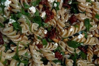Nudelsalat mit Rucola und getrockneten Tomaten 2