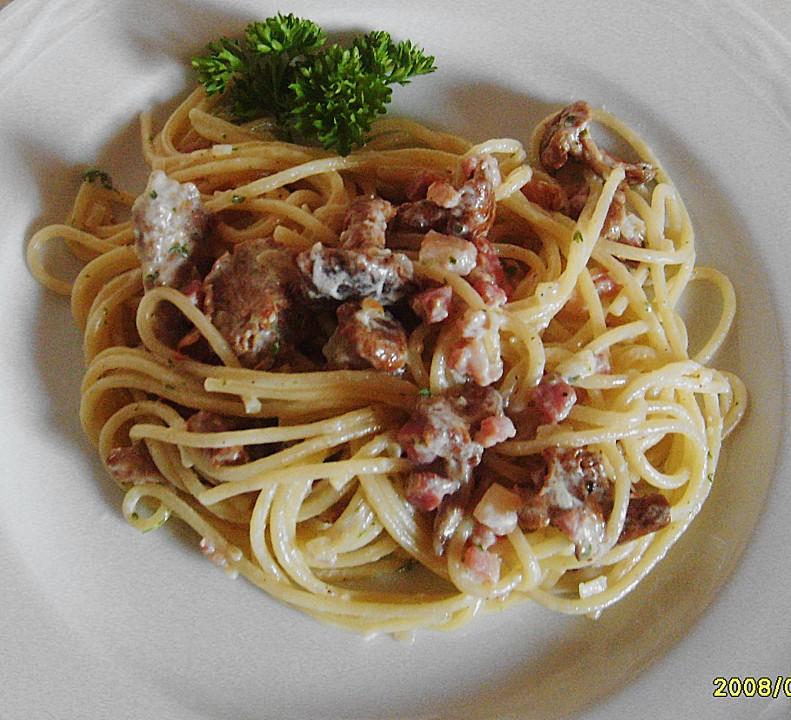 spaghetti mit pfifferlingen rezept mit bild von edina. Black Bedroom Furniture Sets. Home Design Ideas