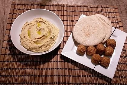 Hummus bi Tahina 35