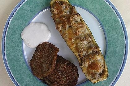 Zucchini - Hackfleisch - Schiffchen mit Kartoffel - Zucchini - Püfferchen und Bechamelsauce 5