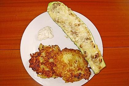 Zucchini - Hackfleisch - Schiffchen mit Kartoffel - Zucchini - Püfferchen und Bechamelsauce 2