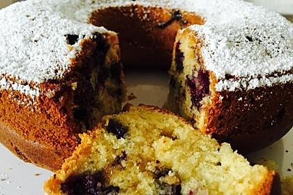 Rührkuchen mit Blaubeeren und weißer Schokolade