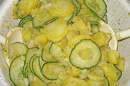 Kartoffel - Gurkensalat nach Oma Luise 21