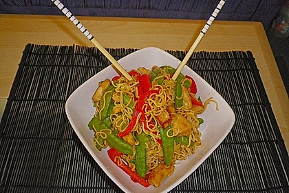 Asiatisches Nudel-Curry mit Hühnerbrustfilet 1
