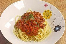 Spaghetti mit scharfer Soße Bolognese