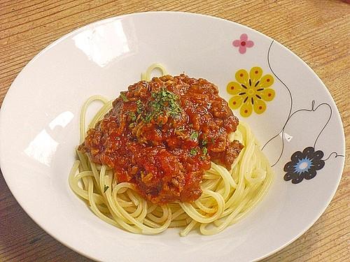 spaghetti mit scharfer so e bolognese rezept mit bild. Black Bedroom Furniture Sets. Home Design Ideas