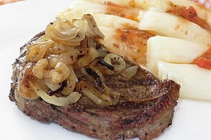 Steaks mit Zwiebeln