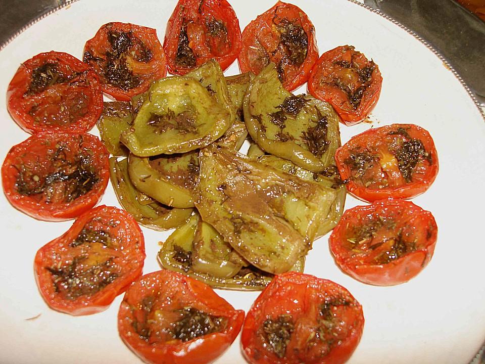 leckere Vorspeise knusprig frittierte Hühnchenbruststücke in Speck Mantel