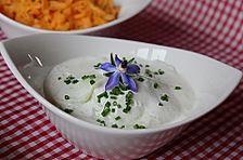 Gurkensalat mit saurer Sahne und Dill