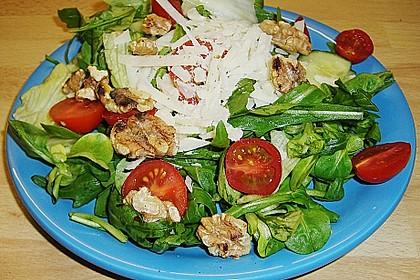 Gemischter grüner Salat mit Walnüssen und Parmesan 5