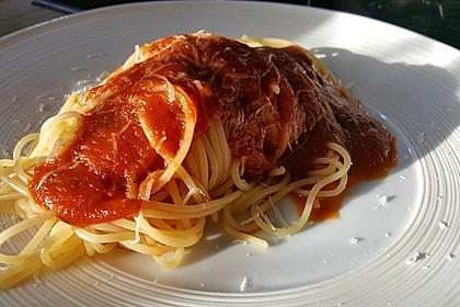 Spaghetti mit fruchtig - scharfer Tomatensoße 10