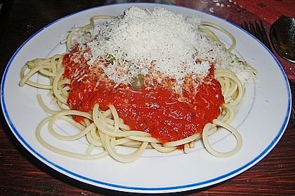 Spaghetti mit fruchtig - scharfer Tomatensoße 4