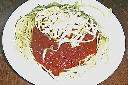 Spaghetti mit fruchtig - scharfer Tomatensoße 9